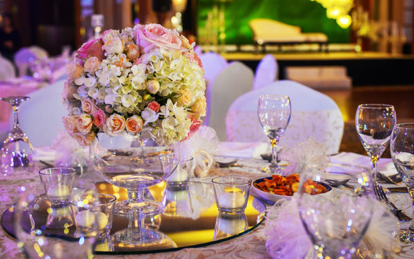 02-centerpiece-Palazzo-Versace-Hotel-Duba-UAE-royal-wedding