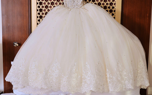 05-Bride-gwon-dress-conrad-hotel-elegant-wedding-dubai-uae